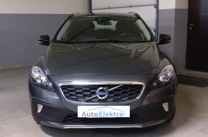Volvo V40 2.0D AirBag crash data valymas